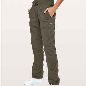 Lululemon Size 6 Reg Lined Dance Studio Pants